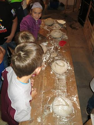 Brotbacken im Steinofen