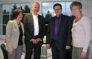 Der Rotary Club Meinerzhagen überreicht uns den Erlös des Benefizkonzerts