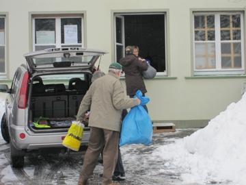 Hilfsgüterannahme im Schnee