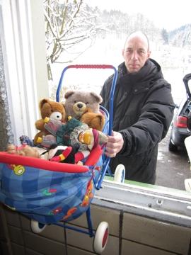 Spielzeug zur Hilfsgüterannahme