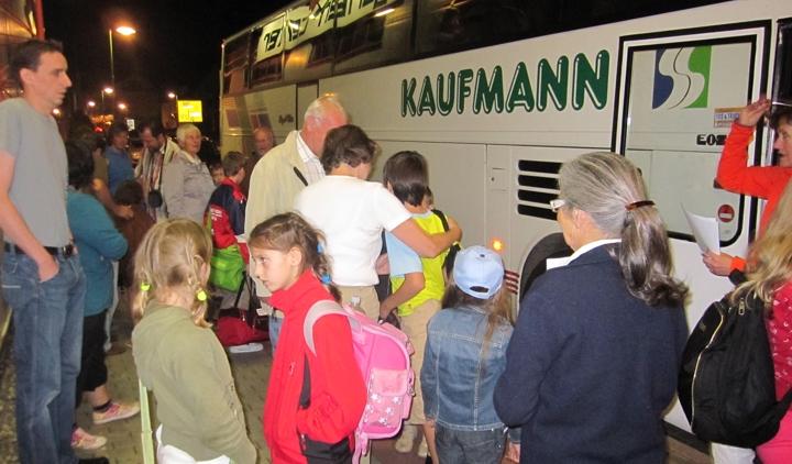 Kinderbus kommt an