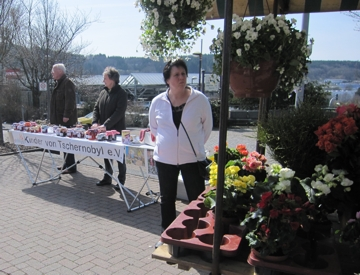 Hildegard und Achim am Verkaufsstand auf dem Wochenmarkt in Kierspe