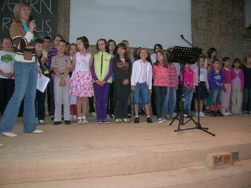 Begrüßung der Kinder im Gottesdienst der Freien ev. Gemeinde Kierspe