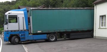 LKW für Hilfstransport vor unserem Lager