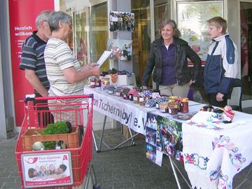 Info- und Verkaufsstand am REWE-XL-Markt in Kierspe