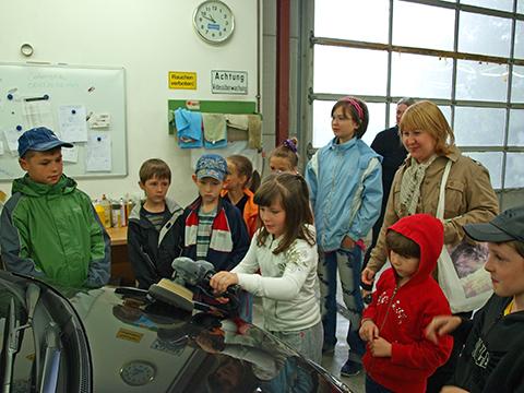 Kindergruppe in der Werkstatt Gabor