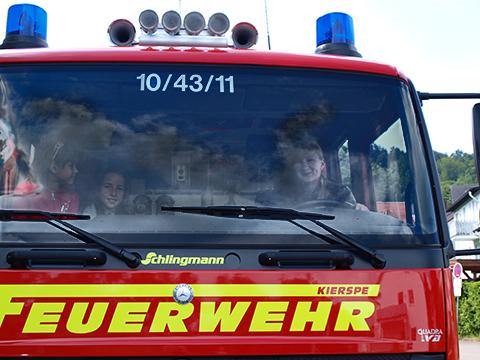 Kinder aus der Ukarine bei der Kiersper Feuerwehr