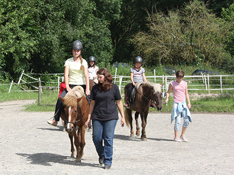 Kindergruppe am Ponyhof Tara