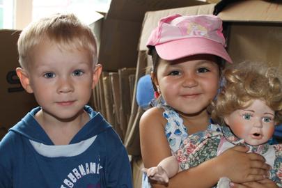 Kinder von Tschernobyl Hilfsgüterverteilung in Bila Zerkwa 2012