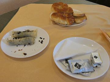das reichaltige Hotelfrühstück