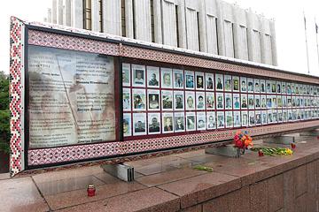 Kinder von Tschernobyl Totengedenktafel am Europaplatz Kiew