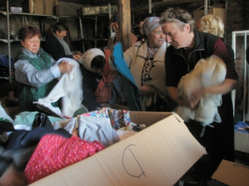 Die Menschen kommen ins Lager