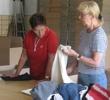 Kleider prüfen und sortieren