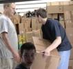 Hilfsgüter auf den LKW laden