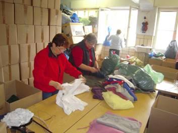 Annahme und prüfen der Kleidung