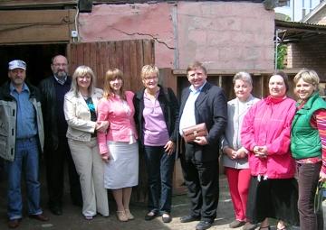 Mitarbeiter und Mitarbeiterinnen in Bila Zerkwa und deutscher Besuch