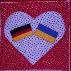 Patchwork-Kissen, Fahnen von Deutschland und Ukraine in einem Herzen